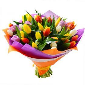 різнокольоровий букет тюльпанів