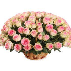 троянди у кошику