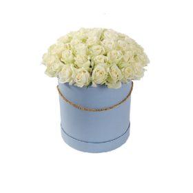 капелюшна коробочка з білими трояндами
