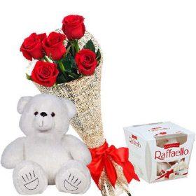 ajnj njdfhe Ведмедик з букетом троянд та «Raffaello»