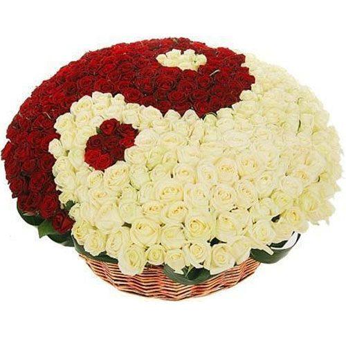 "фото товару 101 троянда ""Інь-Ян"" у кошику"