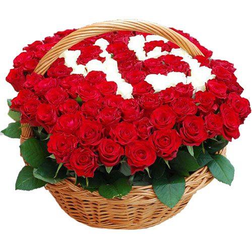букет 101 троянда з числами в кошику
