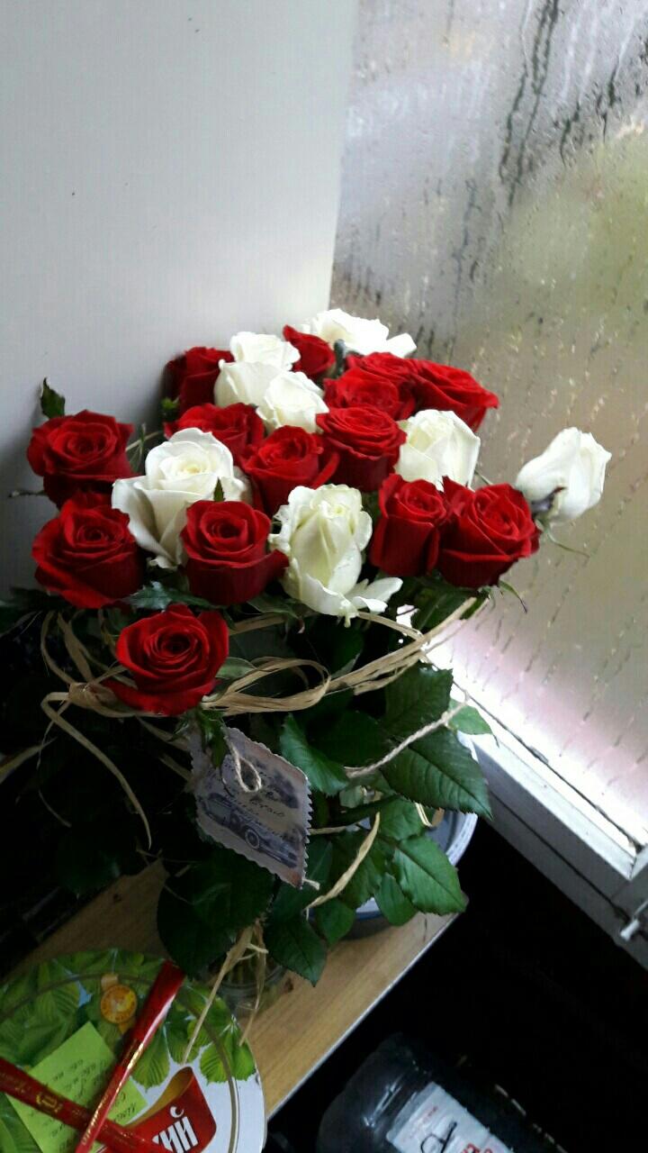 25 троянд мікс фото