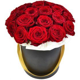 21 червона троянда в капелюшній коробці фото