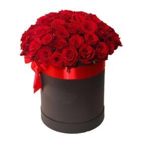 33 червоні троянди у капелюшній коробці