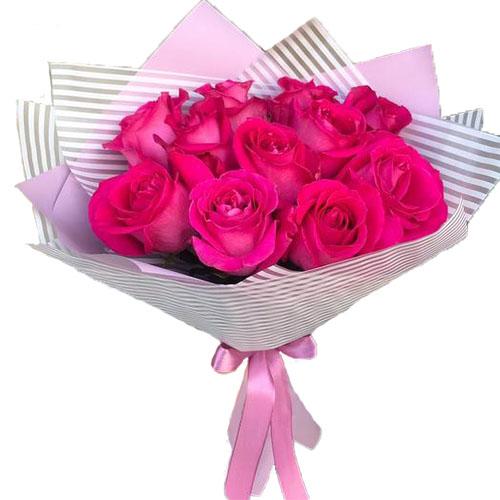 фото букета 11 малинових троянд