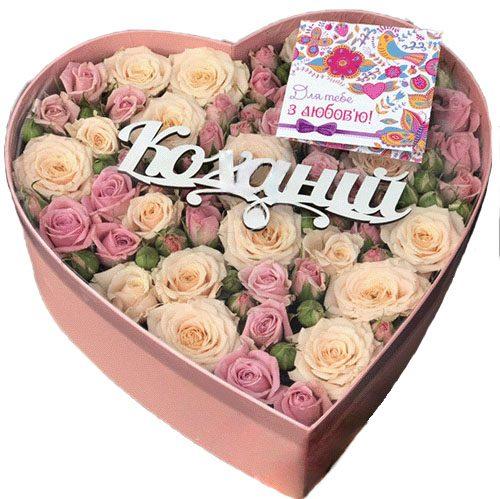 квіти у капелюшній коробці серцем фото