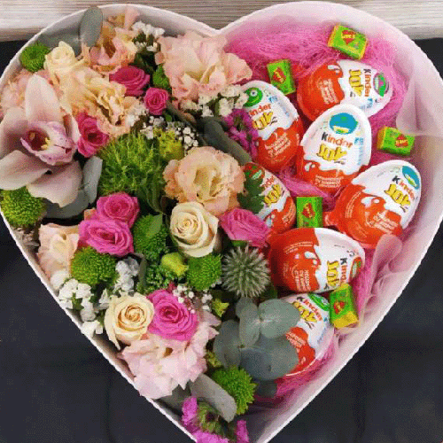 квіти у солодощі у коробці серцем