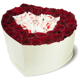 коробочка солодке кохання троянди з цукерками рафаелло