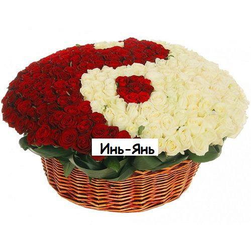 """фото букета 101 троянда """"Інь-Янь"""" у кошику"""