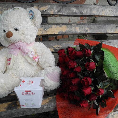 """подарунок 51 троянда, мішка і """"Рафаелло"""" фото товару"""