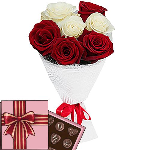 подарунок з доставкою 7 троянд мікс із цукерками