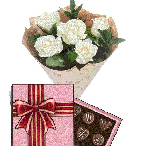 букет з доставкою 5 білих троянд із цукерками