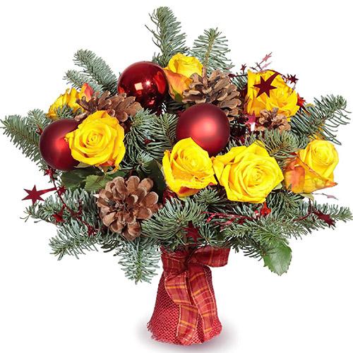 """Букет """"Новорічний феєрверк"""" жовті троянди, шишки, гілки ялинки"""