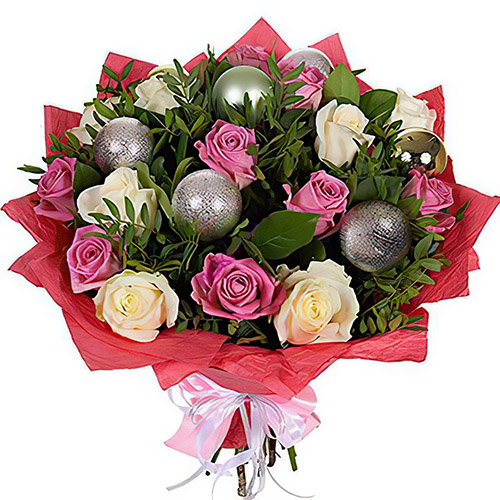 """Букет """"Різдвяна ніч"""" троянди з ялинковими іграшками"""