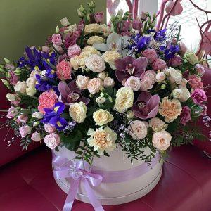 великий мікс квітів у капелюшній коробці